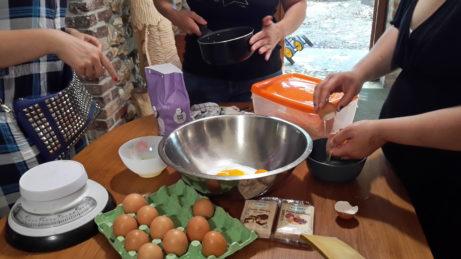 En pleine préparation du gâteau au citron